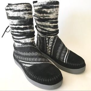 TOMS Suede Sherpa Nepal Lined Black Gray Boots